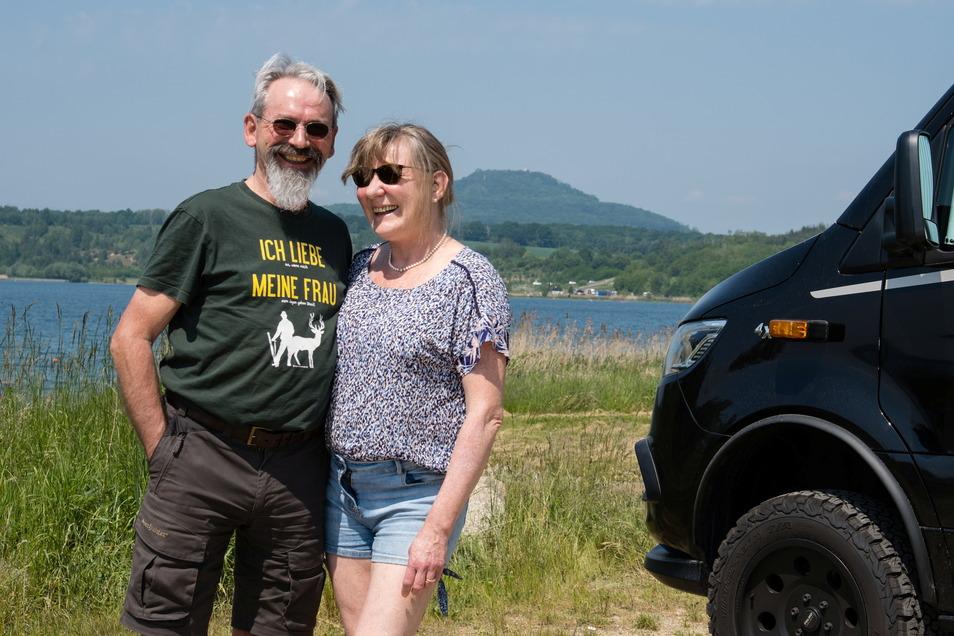 Oliver und Claudia Meinecke mit ihrem Camper am Berzdorfer See in Görlitz. Sie lieben das ungezwungene Leben auf Achse, wollen bald weiter.