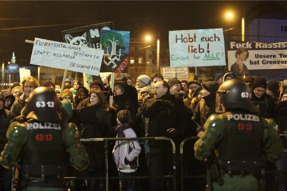 1.500 Anhänger von Legida standen 5.000 Gegner gegenüber.