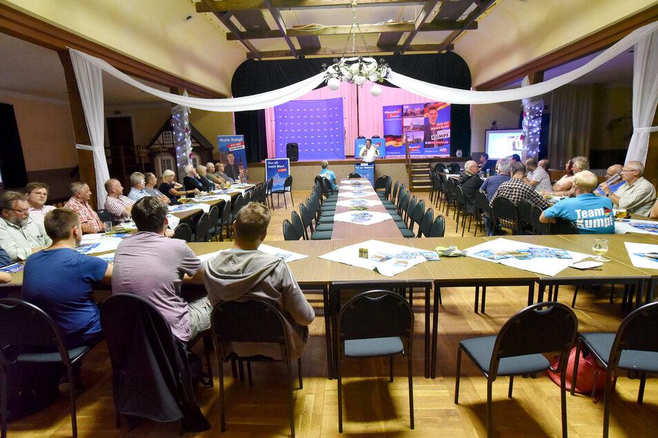 Die Reihen fest geschlossen - das galt im Saal des Schützenhauses nur moralisch, nicht aber, was die Größe des Publikums anbetraf.