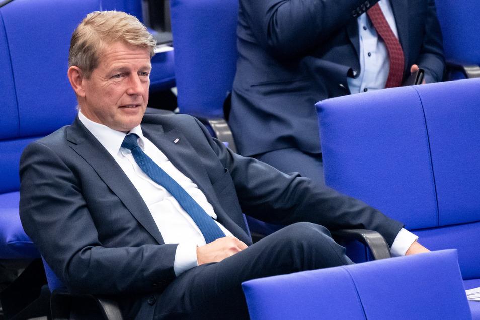Am Rande einer Demonstration in Berlin wurde der AfD-Bundestagsabgeordnete Karsten Hilse kurzzeitig festgenommen.