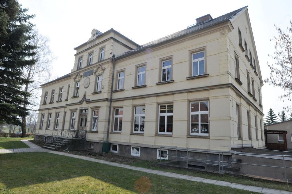 Die Grundschule in Niedercunnersdorf soll einen Anbau erhalten und saniert werden.