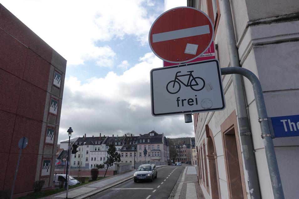 In der Stadt sind, wie hier an der Niederbrücke einige, Einbahnstraße für Radfahrer freigegeben. Nach deren Einschätzung aber zu wenige.