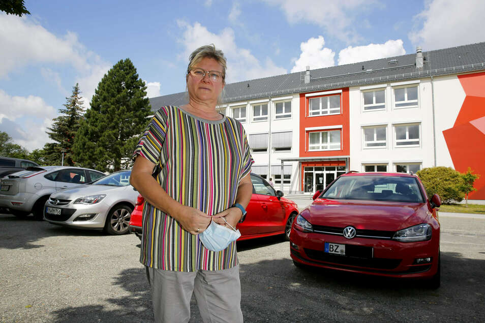 Sabine Stirner ist Mitglied im Personalrat der Oberschule Rödertal. Sie und die anderen Lehrer sind nicht damit einverstanden, dass die Container fürs Gymnasium auf den Parkplatz ihrer Schule kommen.