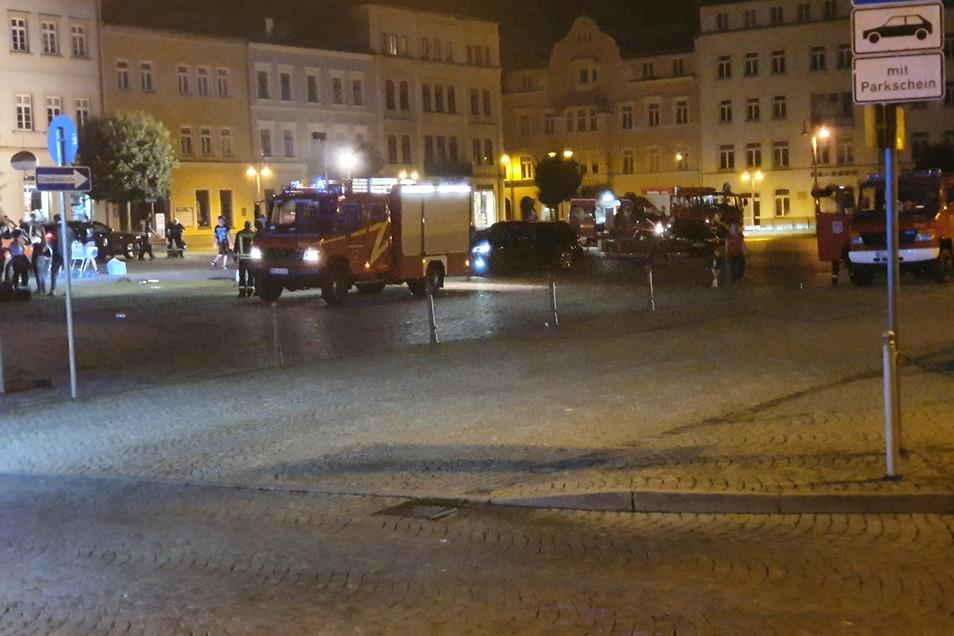 Angespannte Situation auch in den Abendstunden. Hoffentlich bleiben der Feuerwehr weitere Einsätze erspart.