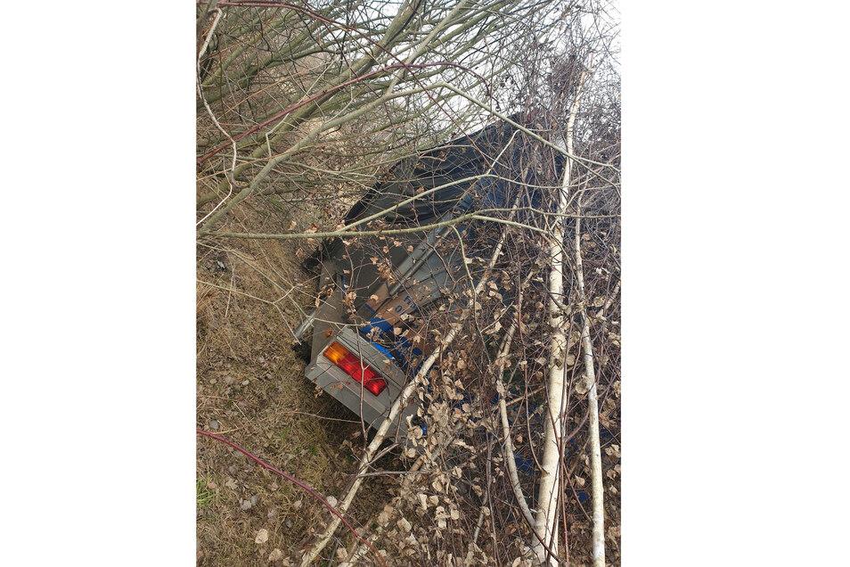 Polizisten fanden den entwendeten Grillwagen versteckt in einem Waldstück