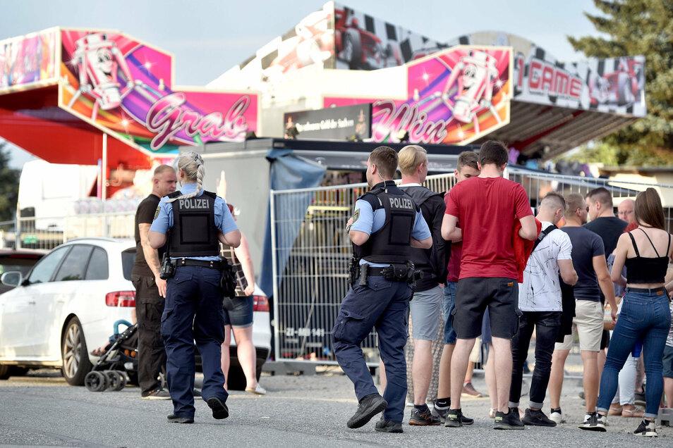Neben Mitarbeitern einer Securityfirma am Eingang zum Festplatz waren auch ab und an Polizisten vor Ort.