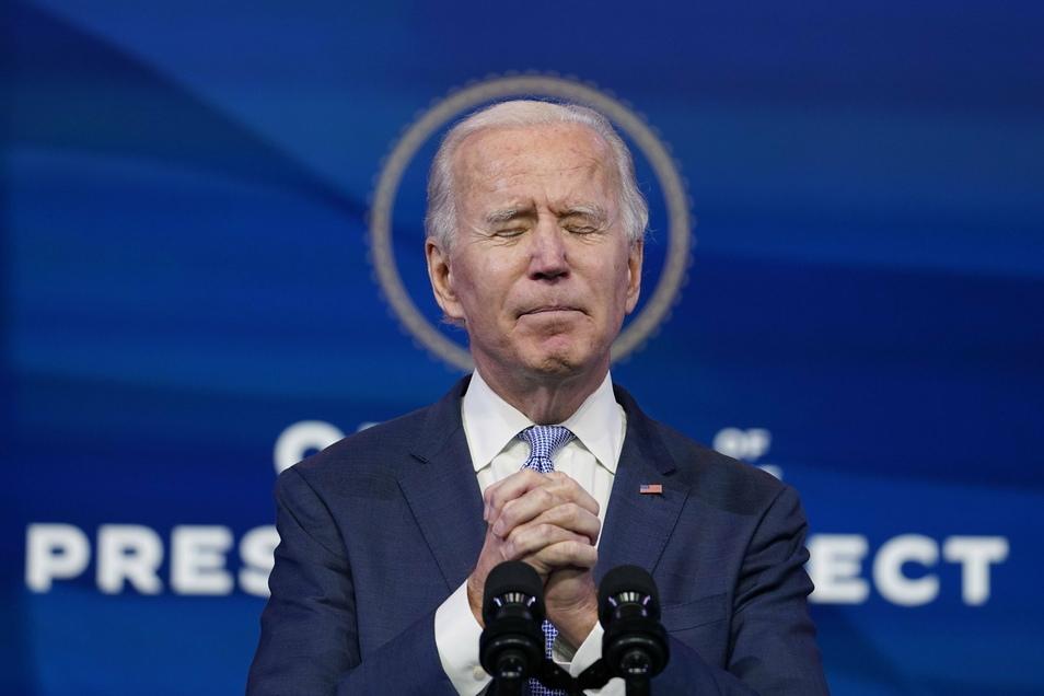 Nach der gewaltsamen Erstürmung des US-Parlamentssitzes hat der Kongress am frühen Donnerstagmorgen (Ortszeit) den Sieg des Demokraten Joe Biden bei der Präsidentschaftswahl offiziell bestätigt.