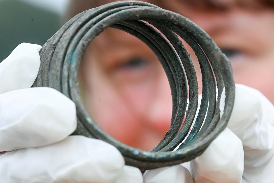 Schmuck, Münzen und andere archäologische Funde verraten viel über die Geschichte einer Stadt. Zu Fundstellen in Bautzen führt eine Tour am Tag des offenen Denkmals.