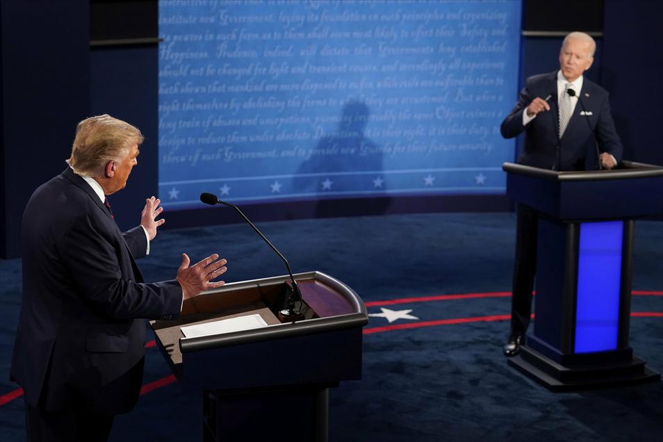 Donald Trump (l), Präsident der USA, und Joe Biden, Präsidentschaftskandidat der Demokraten, während der ersten Präsidentschaftsdebatte.