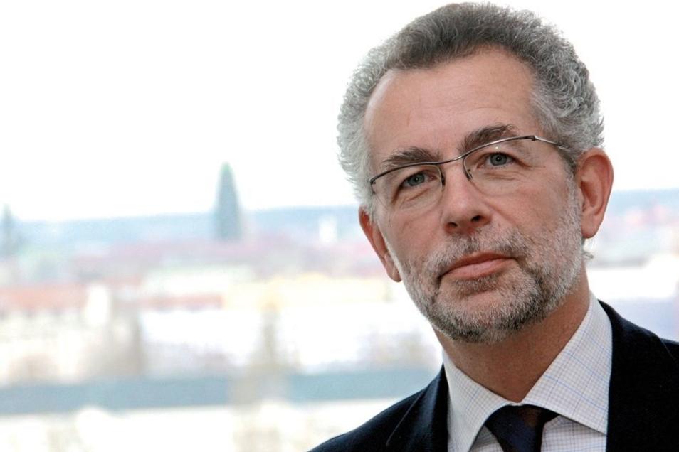 """Dresden befinde sich in einer Art """"Belagerungszustand"""", sagt Politologieprofessor Hans Vorländer von der Technischen Universität Dresden."""