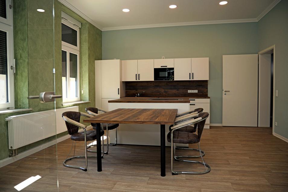 Eine der WG-Küchen im Haus: Hier soll Platz sein für gemeinsames Kochen, Essen und Verweilen.