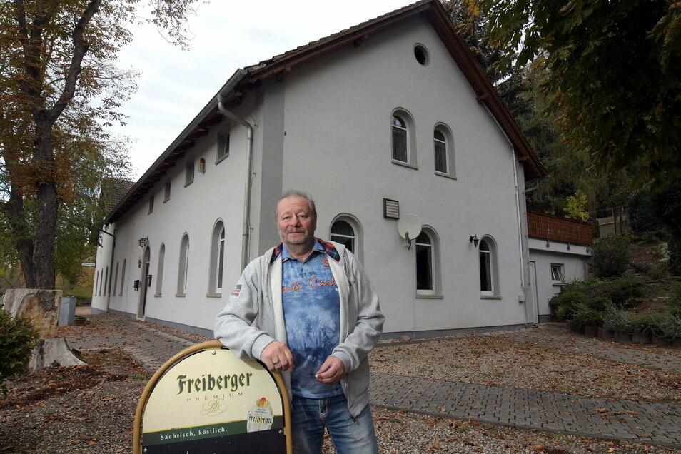 """Vor zwei Jahren hat """"Grüne-Aue""""-Wirt Hans-Peter Benedix bekannt gegeben, dass er seinen Gasthof verkaufen will. Bisher ist aber noch kein Käufer gefunden. Dem Plan, auf dem Areal ein Tierkrematorium zu errichten, erteilten die Mitglieder des Technis"""