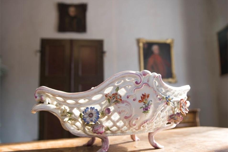 Schickes Detail: Pendule aus Meissener Porzellan von 1760
