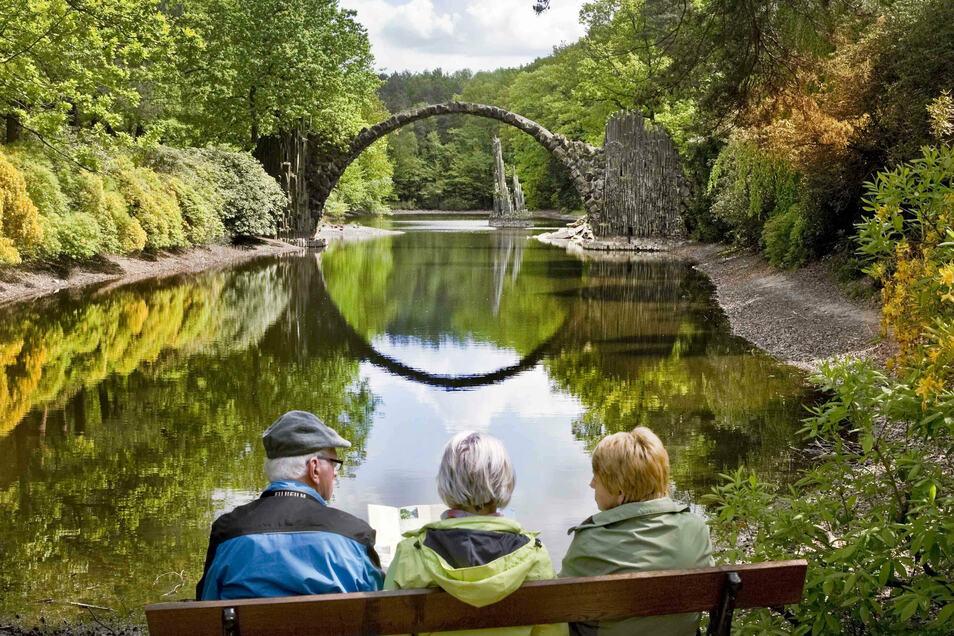 Der Rhododendronpark Kromlau gehört flächenmäßig zu den größten Parkanlagen in Sachsen.