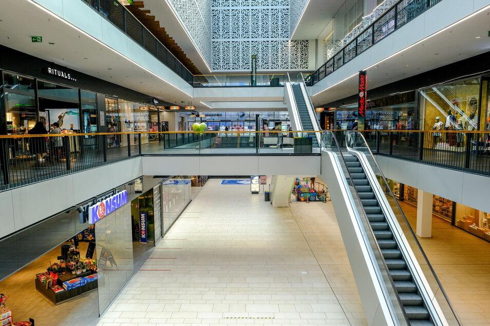Dresdner Einkaufszentren wie die Centrum Galerie durften über Monate hinweg nur einen Teil ihrer Geschäfte öffnen. Die Mitarbeiter mussten in Kurzarbeit, andere haben ihren Job ganz verloren oder aufgegeben.