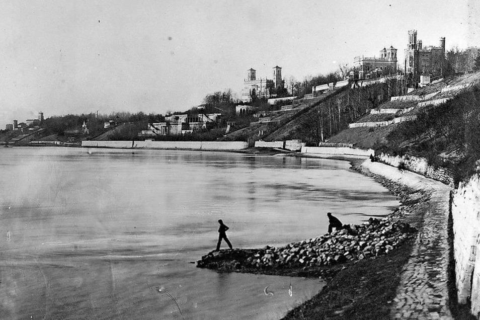 So sah der Körnerweg bis 1908 aus. Wegen des Baus einer großen Wasserleitung wurde er dann wesentlich verbreitert.