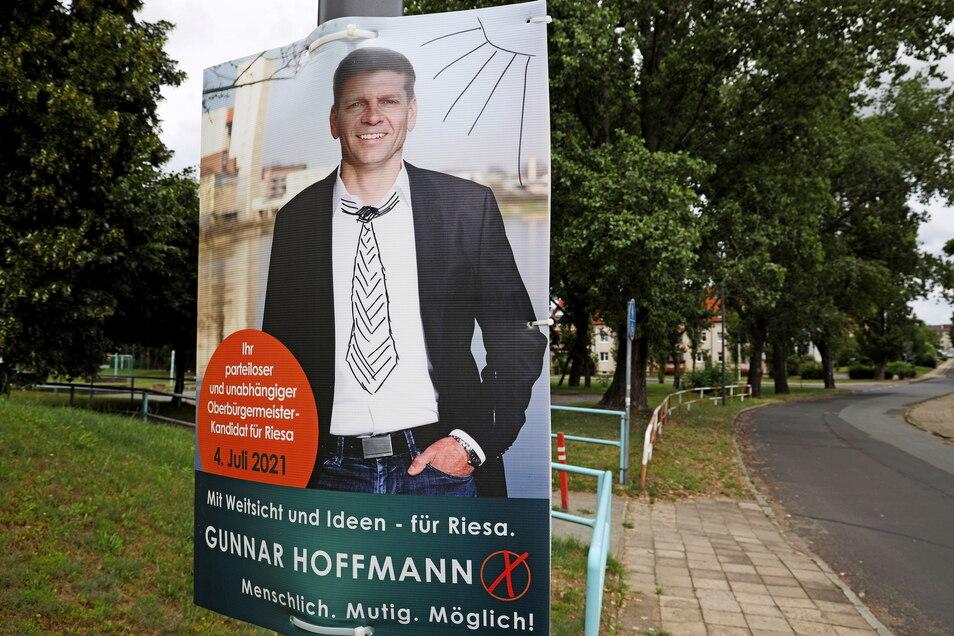 Gewollte Schnörkel: Der gewesene OB-Kandidat Gunnar Hoffmann hat aufgerufen, seine Wahlplakate kreativ zu verzieren und das Ergebnis auf seiner Facebook-Seite zu veröffentlichen, damit andere Nutzer darüber abstimmen können.