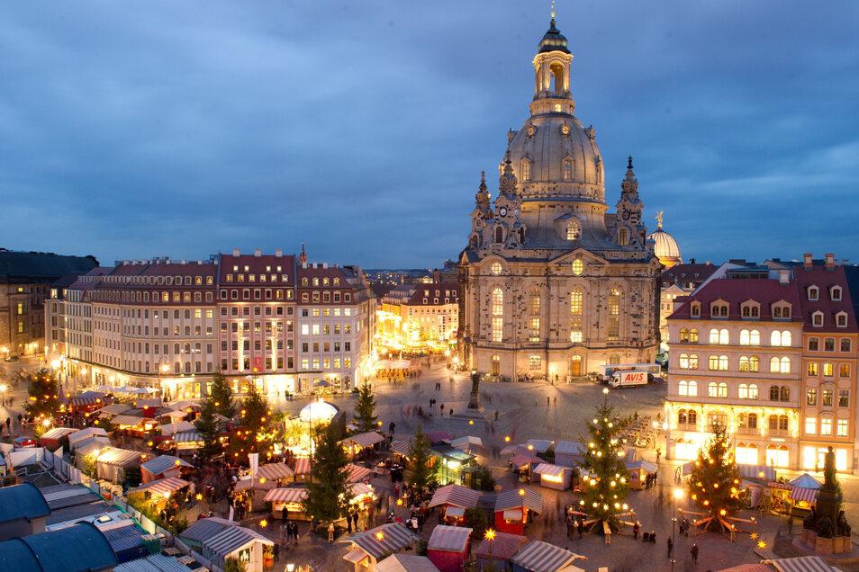 Für viele noch schöner als der Dresdner Striezelmarkt: der historische Weihnachtsmarkt an der Frauenkirche. Eine von sechs Alternativen, die wir vorstellen.