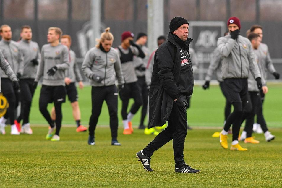Dynamos Chefcoach Markus Kauczinski musste mit seiner Mannschaft in diesem Jahr schon einige Nackenschläge verkraften – und denkt trotzdem positiv.