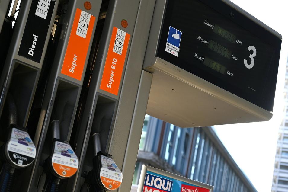 Die Preiskurve für Kraftstoff kennt nur eine Richtung-seit November letzten Jahres steigt sie an.