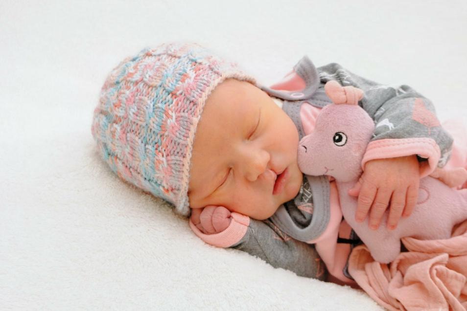 Eleni, geboren am 9. Juni, Geburtsort: Meißen, Gewicht: 3.286 Gramm, Größe: 49 Zentimeter, Eltern: Sarah Reinhold und Richard Rinkewitz, Wohnort: Meißen