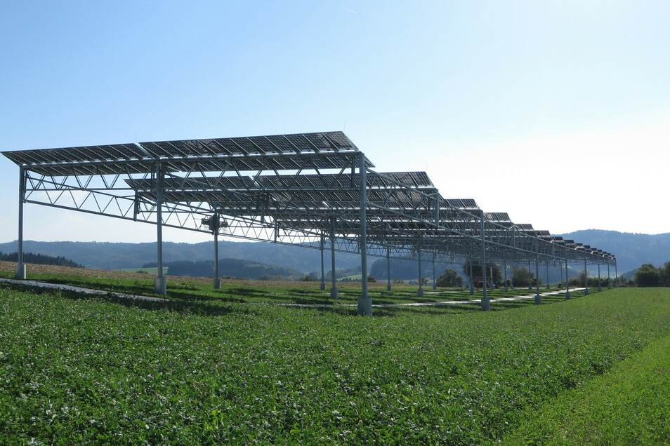 Diese Fotovoltaikanlage steht am Bodensee. Sie ist eine Versuchsanlage des Fraunhofer-Instituts für Solare Energiesysteme ISE.