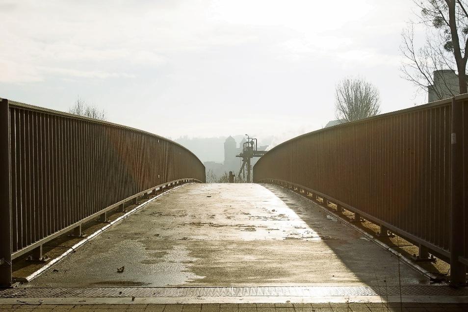Über die Müglitzbrücke an der Elbe entlang radeln – nach über drei Jahren in Heidenau wieder möglich.