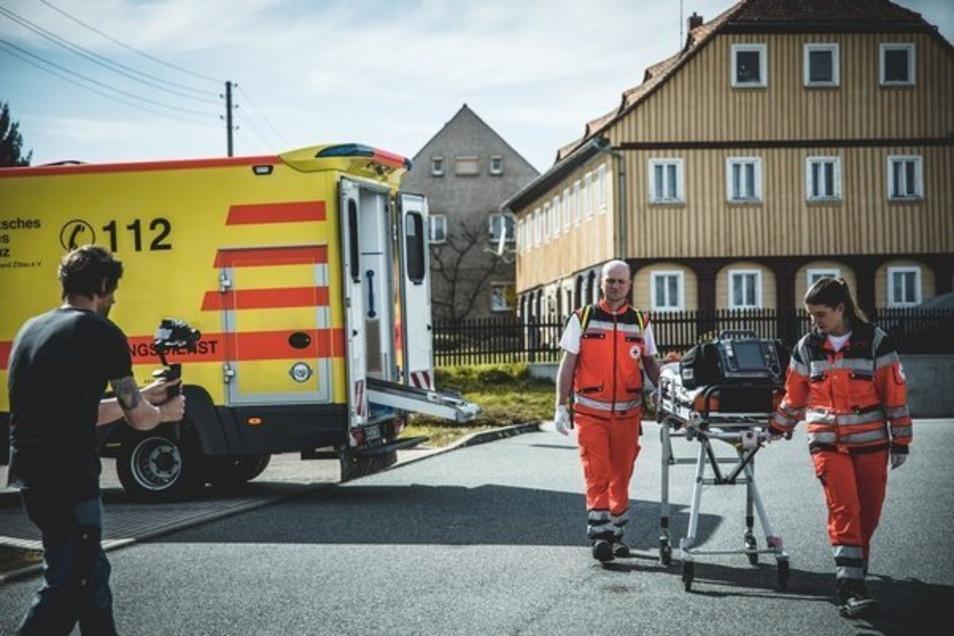 Philipp Herfort mit seinen Kollegen beim Dreh des Videos.