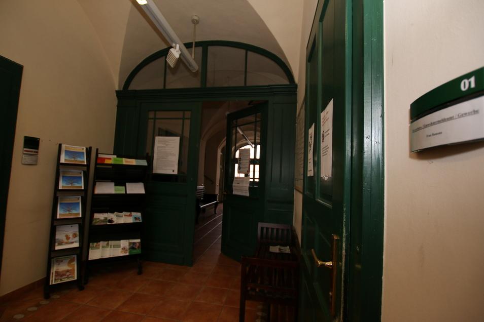 Die erste Durchgangstür im Leisniger Rathaus soll ein Kreuzgewölbe-Feld nach hinten versetzt werden. Das soll Wartenden im Vorraum mehr Platz verschaffen.