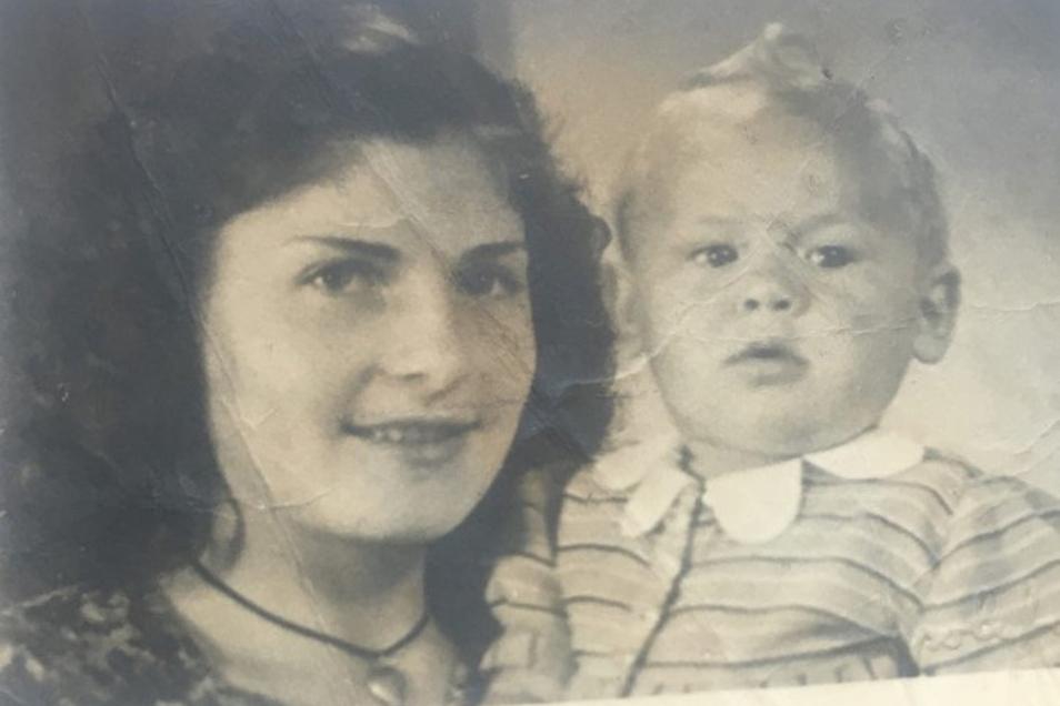 Diese Frau namens Christina hat mit ihrer Tochter Valentina um 1950 in Görlitz gelebt. Der Vater des Kindes war ein russischer Soldat, der 1947 in die UdSSR zurückkehrte. Jetzt sucht seine Familie nach Christina.