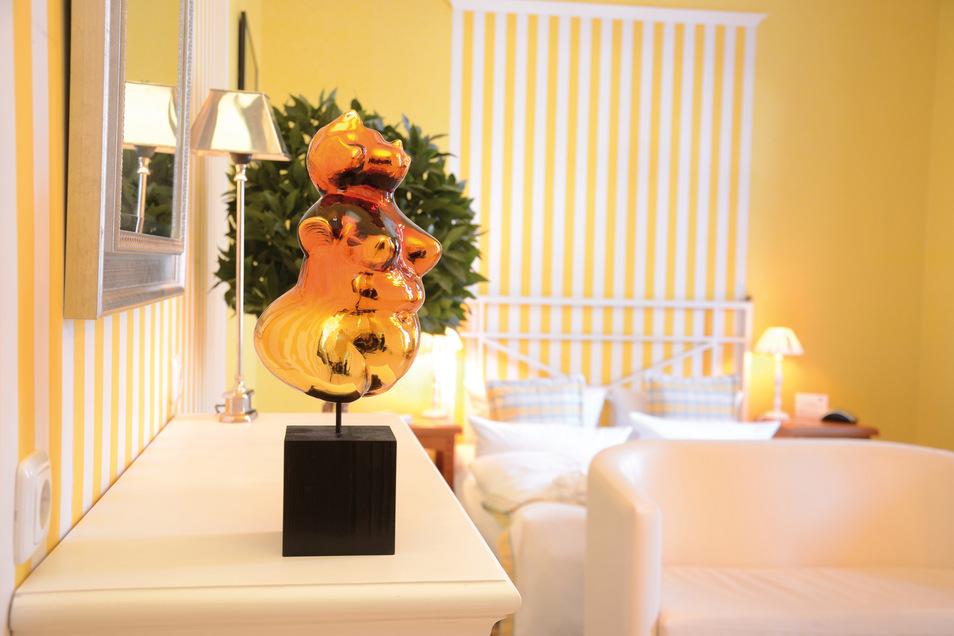 Helle und ruhige Zimmer stehen den Gästen des Boutique Hotels Schieferhof zur Verfügung.