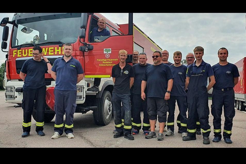 Die Kameraden aus Radebeul und Coswig sind am Dienstag alarmiert worden und haben sofort Trupps für den Fluteinsatz im Westen zusammengestellt. Die freiwilligen Feuerwehrleute wurden von ihren Arbeitgebern dafür freigestellt - Dank dafür!