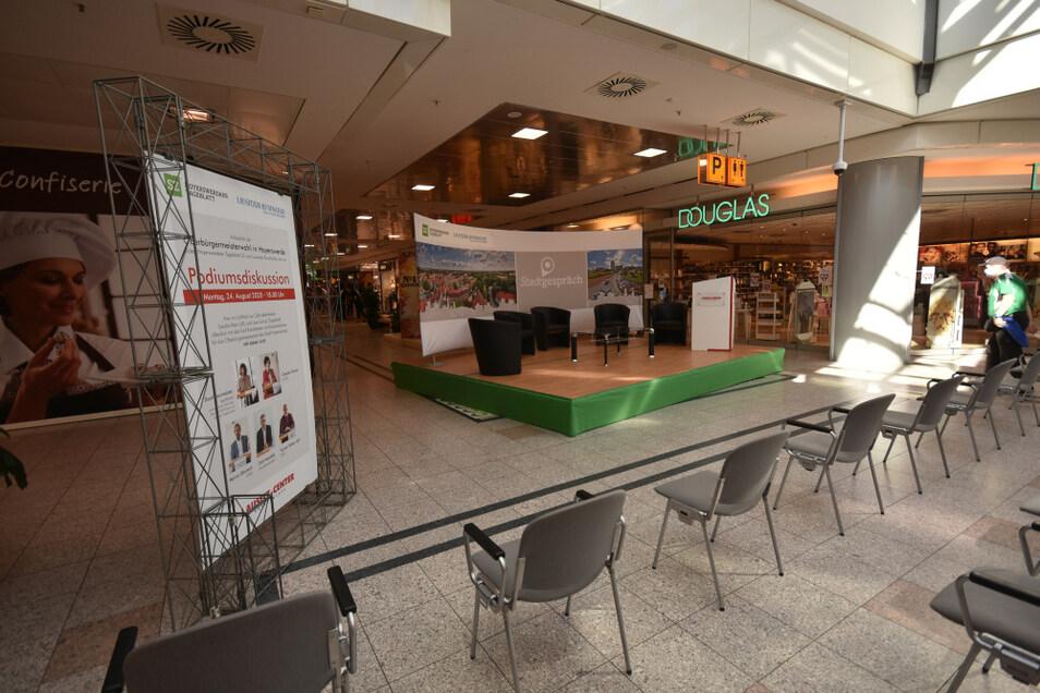 Im Lausitz-Center Hoyerswerda ist schon alles für die Wahlrunde heute aufgebaut. Ab 18 Uhr sind hier alle fünf Kandidaten zu erleben.