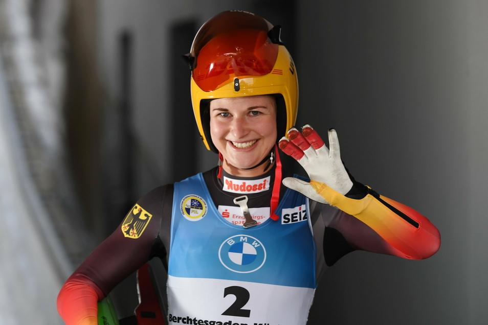 Die Oberwiesenthaler Rennrodlerin Julia Taubitz ist nach ihrem Lauf im WM-Sprint vom Königssee glücklich - er brachte den Titel.