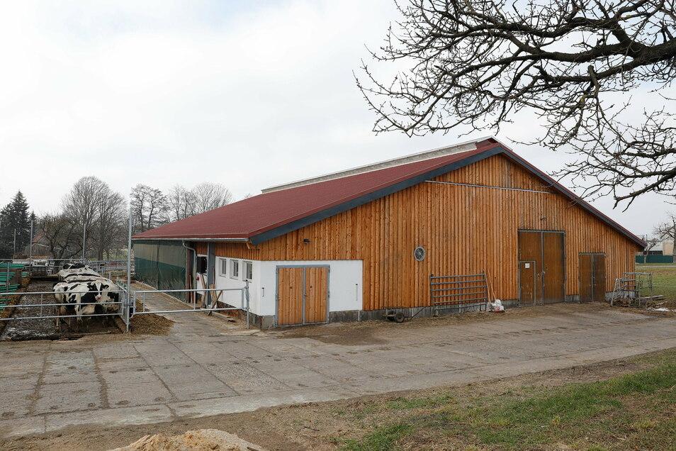 Alles neu nach dem Brand: der vStall des Landwirtschaftsbetriebes Leubner in Neundorf.