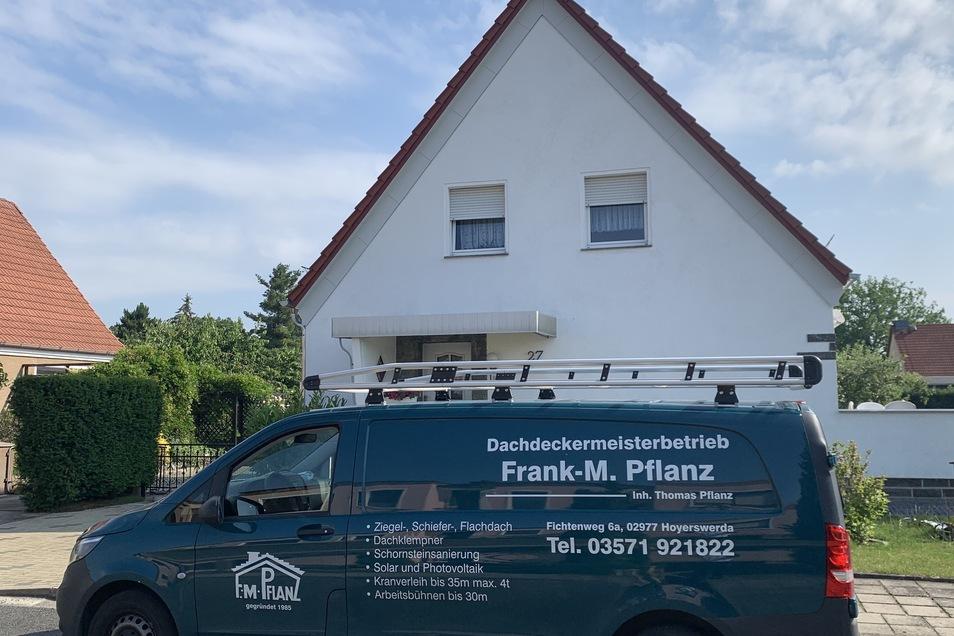 Ob bei einer Sanierung oder einem Neubau - eine wohngesunde Dachdämmung sorgt für optimalen Wärmeschutz im Sommer wie im Winter.