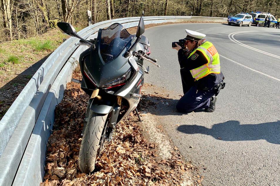 Erst Anfang dieses Monats gab es einen Unfall in den Serpentinen. Ein 21-jähriger Motorradfahrer stürzte offenbar nach einem Fahrfehler und musste schwer verletzt in ein Krankenhaus gebracht werden.