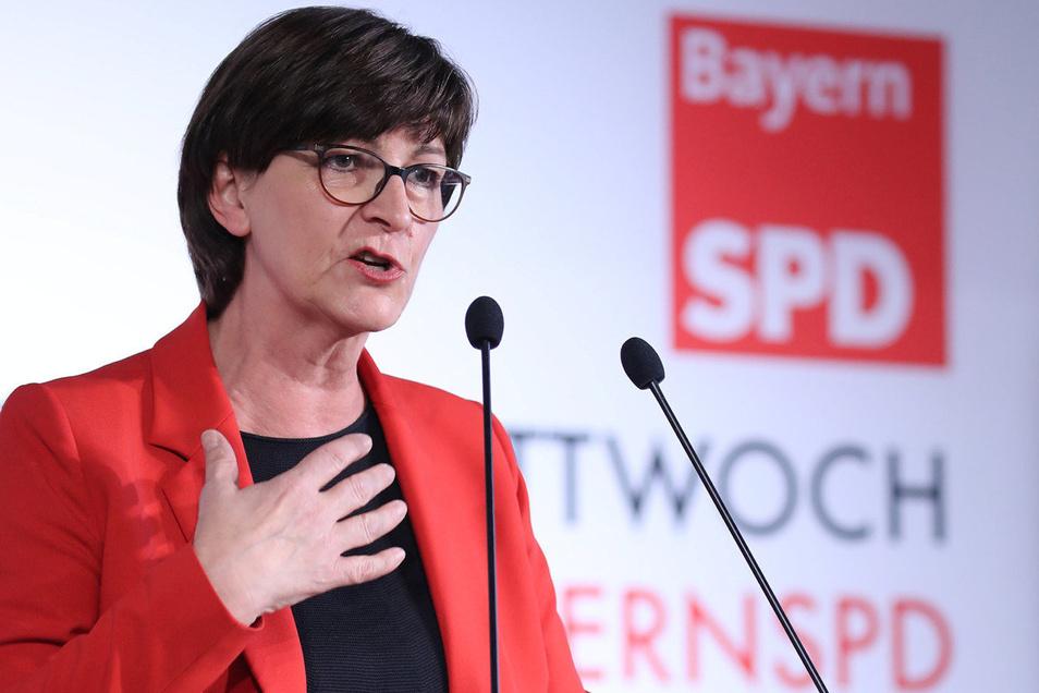 Die SPD-Vorsitzende Saskia Esken hält ihre Rede zum Aschermittwoch.