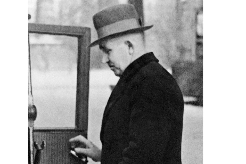 Arthur Leuschner arbeitete als Lokomotivheizer für die Reichsbahn Dresden.