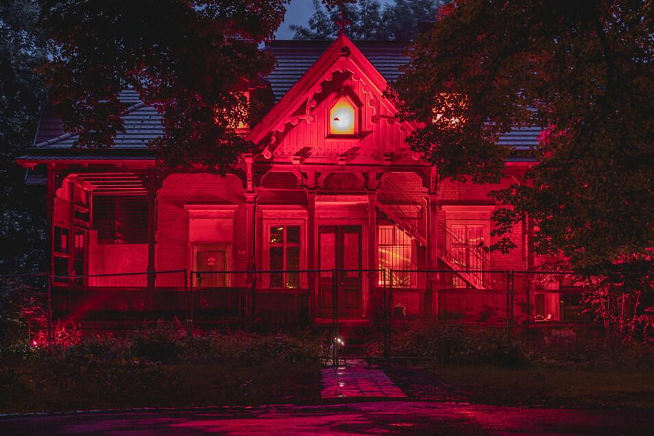 So präsentierte sich das Weinberghaus am späten Dienstagabend allen Schaulustigen.