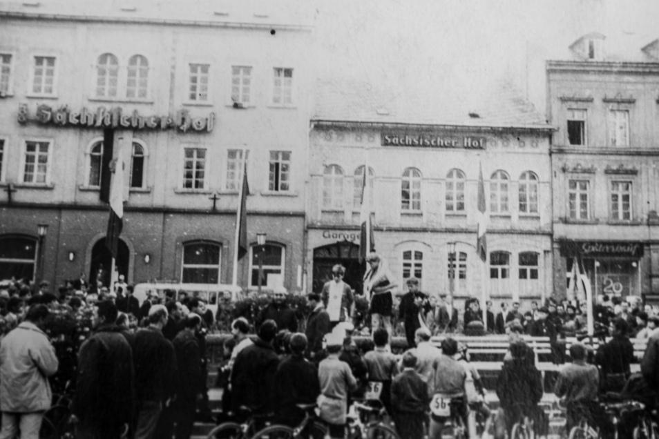 Michael Uhlmann bei der Siegerehrung auf dem Sebnitzer Markt.