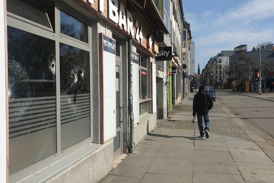 Bei dem Angriff auf die geschlossene Bar entstand ein Schaden von mehreren Tausend Euro.