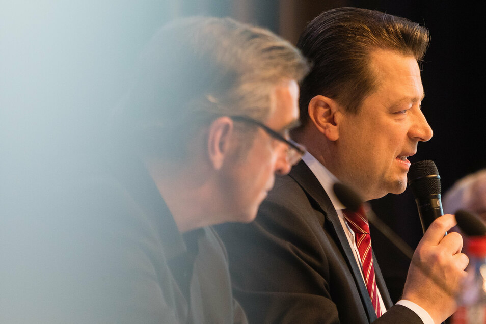 Bei der Mitgliederversammlung im November 2019 saßen Präsident Holger Scholze (r.) und Sportgeschäftsführer Ralf Minge nebeneinander. Minge räumte damals Fehler bei der Zusammenstellung des Kaders ein und kündigte an, sich zu hinterfragen.