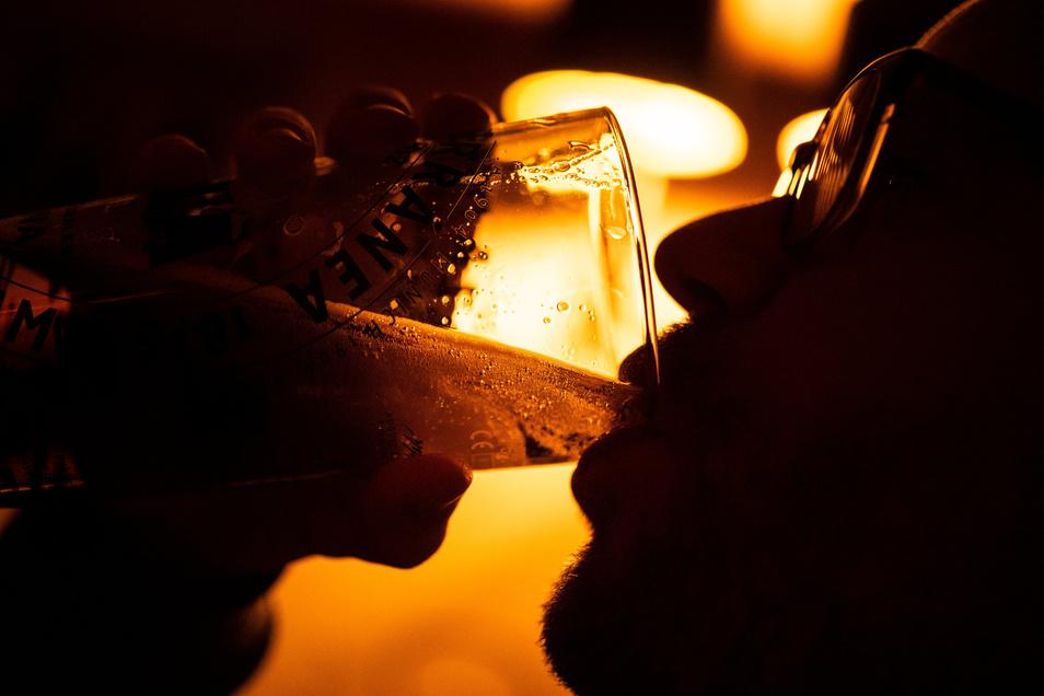 Deutlich zu viel getrunken hatte am Dienstag ein 48-Jähriger, der in Pulsnitz einen Unfall gebaut hat.