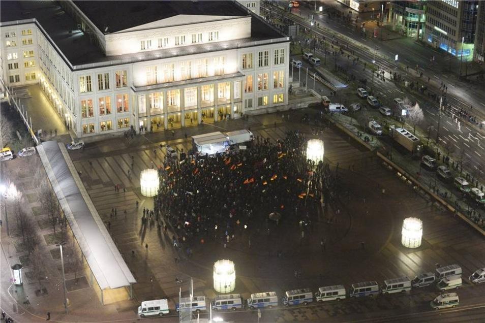 Laut Angaben der Stadt Leipzig kamen etwa 1.500 Teilnehmer zu Legida auf den Augustusplatz.