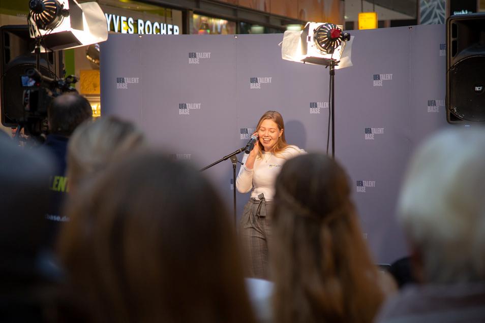 In der Altmarkt-Gaerie  macht die Live-Casting-Tour der UFA Station.