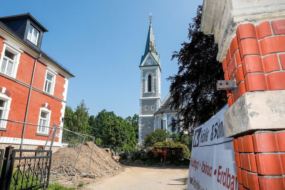 Rund um die katholische Kirche in Löbau wird gebaut - so manches ändert sich jetzt auf dem Grundstück.