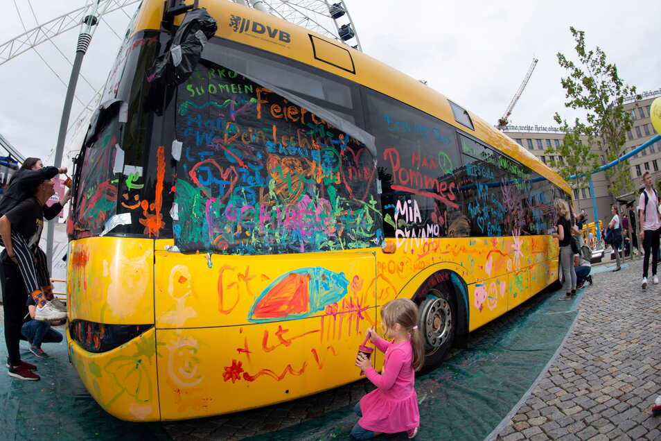Beim Stadtfest 2019 durfte ein Bus der Verkehrsbetriebe bemalt werden.