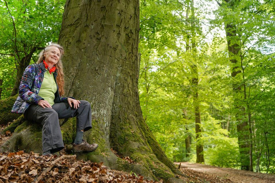 Karin Grundmann aus Demitz-Thumitz lädt als zertifizierte Kursleiterin zum Waldbaden ein.