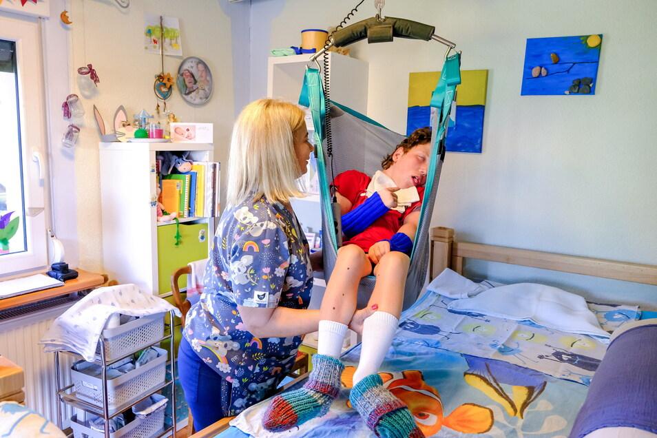 Sie ist mehr als nur eine Intensivpflegekraft für den schwer kranken und behinderten Nico Nitsche aus Boxberg in der Lausitz. Marzena Grodzka kommt aus Polen und entlastet Nicos Eltern.